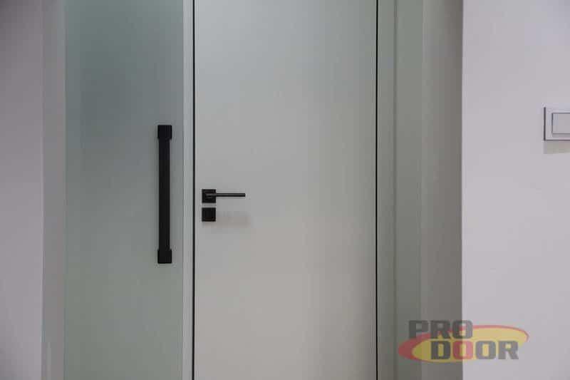 interierove dvere sapeli bile cerne doplnky elegant 2