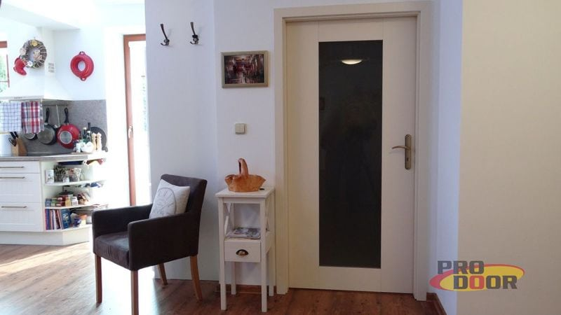 dveře do bytu bílé most