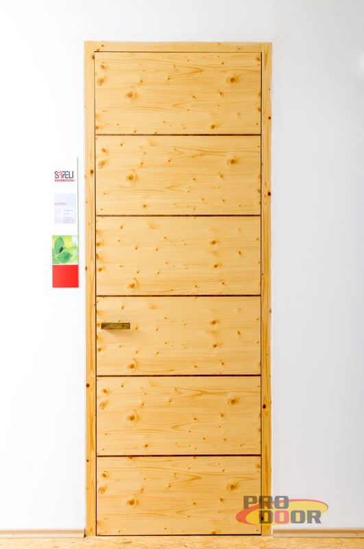 vysoké dveře sapeli