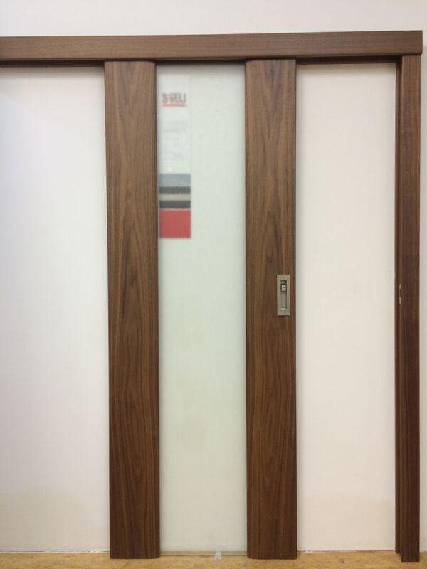 posuvné dveře na stěnu dřevěná garnýž