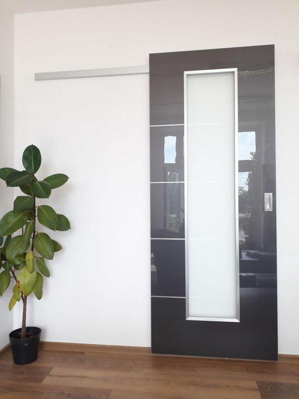 posuvné dveře na stěnu hliníková garnýž