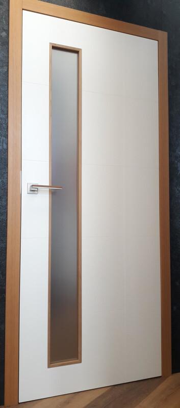 Bílé interiérové dveře kombinace bílá dub