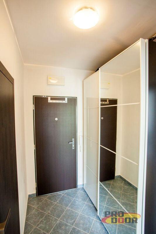 Prosklené vnitřní bezfalcové dveře a obložkové zárubně Wenge Byt Louny