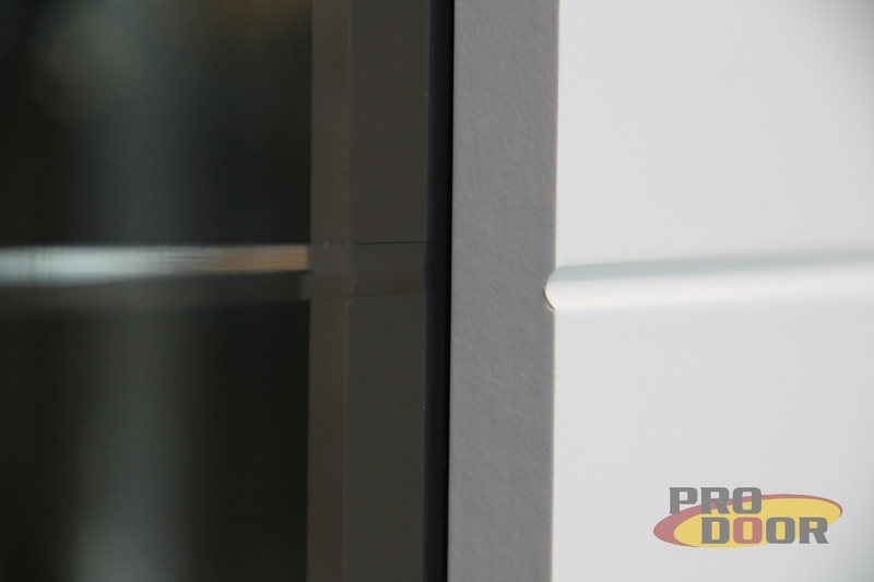 Dvere Sapeli Modena detail napojeni skla a dreva