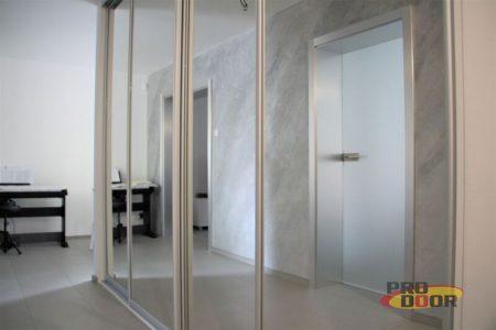 Skleněné interiérové dveře a kovolaminátové obložky Sapeli