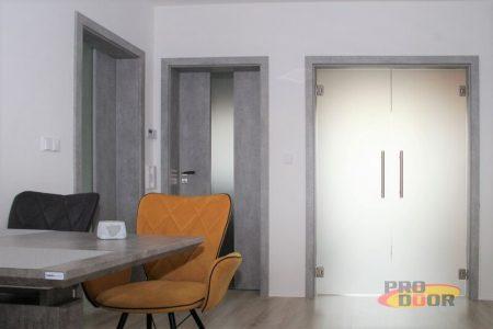 skleněné kyvné dveře s obložkovou zárubní CPL beton litoměřice